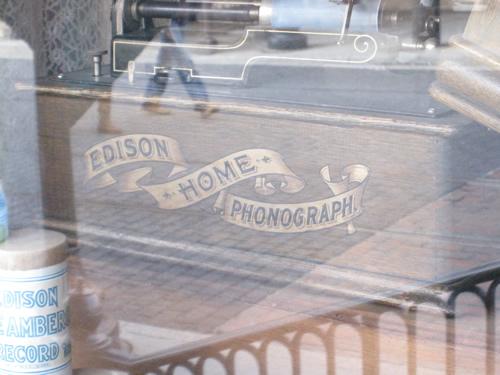 editon_home_phonograph2.jpg